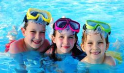 Çocuklara Yüzmeyi Alıştırmanın En kolay Yolları