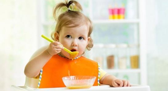 Ek Gıda Döneminde Bebeğinizde Dikkat Etmeniz Gerekenler